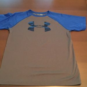 Under Armour - boys - gently used - T-shirt